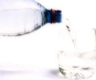 Beber agua es buena para ti y te hace adelgazar